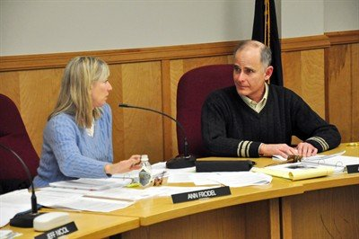 Mayor Arthur Babitz (right) and Hood River City Council president Ann Frodel have a discussion during the city council's review of the city planning commission's decision to reject a 30,000 foot expansion bid by Wal-Mart. The council wound up overturning the decision, with Babitz one of five voting to allow the expansion and Frodel one of two voting to deny it.