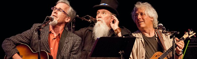 Peter Wilson, Mountain John Hilligoss and Moe Dixon perform in Hood River on April 26.