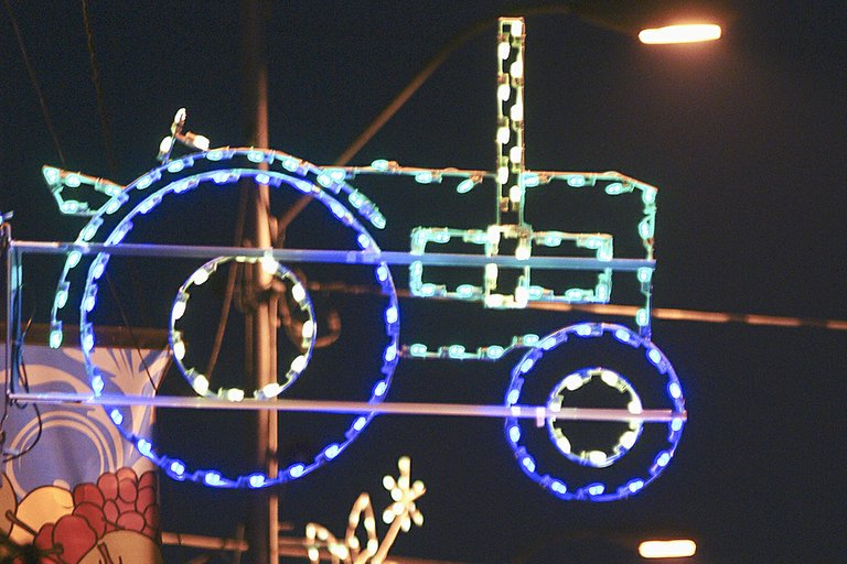 Sunnyside is aglow with decorative lights, which means the holiday season is now upon us. Families will gather tomorrow for their annual Thanksgiving feast, and just nine days later the community will welcome thousands of visitors for Sunnyside's 25th annual Lighted Farm Implement Parade. The Saturday, Dec. 7, parade through downtown Sunnyside will get underway at 6:30 p.m.