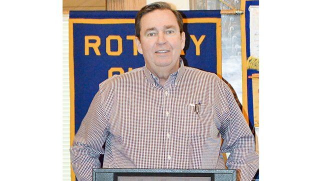 Yakima County Commissioner Rand Elliott talks to members of Sunnyside's Noon Rotary Club about the commission's recent activities.