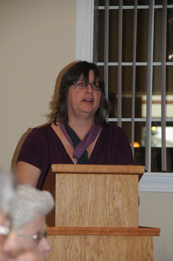 Cynthia Onthank speaks at the November Encouragers meeting.