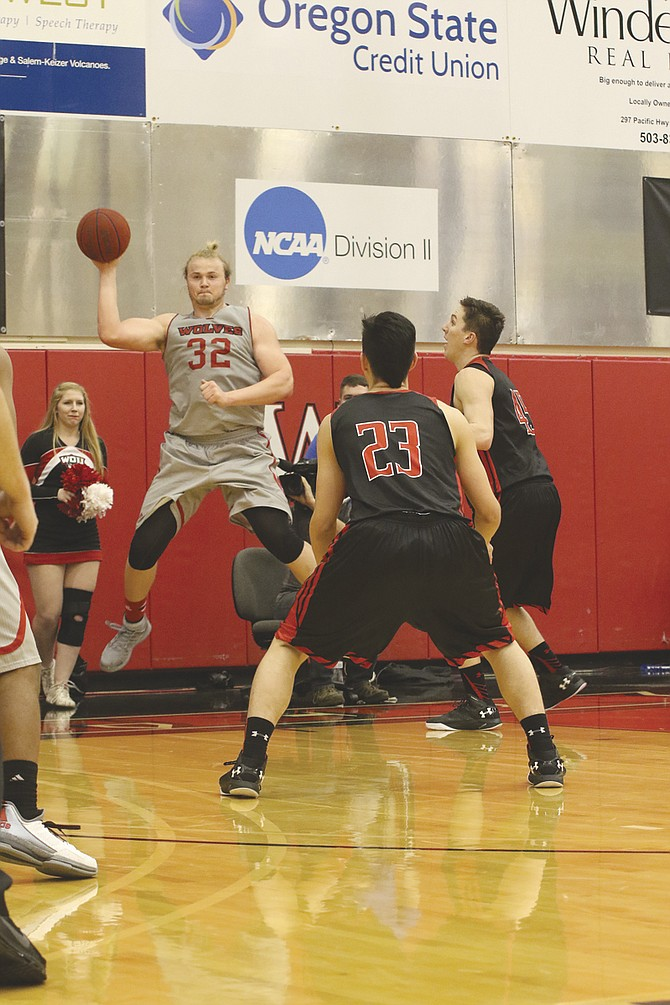 Andy Avgi led Western Oregon to the NCAA Division II Final Four, but will pursue a pro football career.