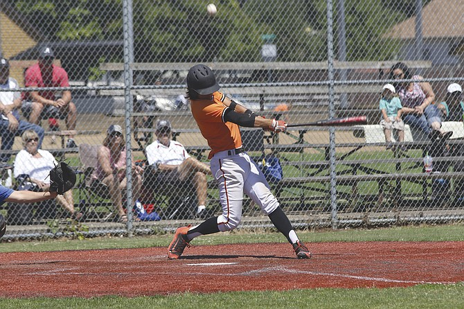 Tanner Earhart helped the Dirtbags defeat the Hustlers 7-2 and 13-2 on Saturday.