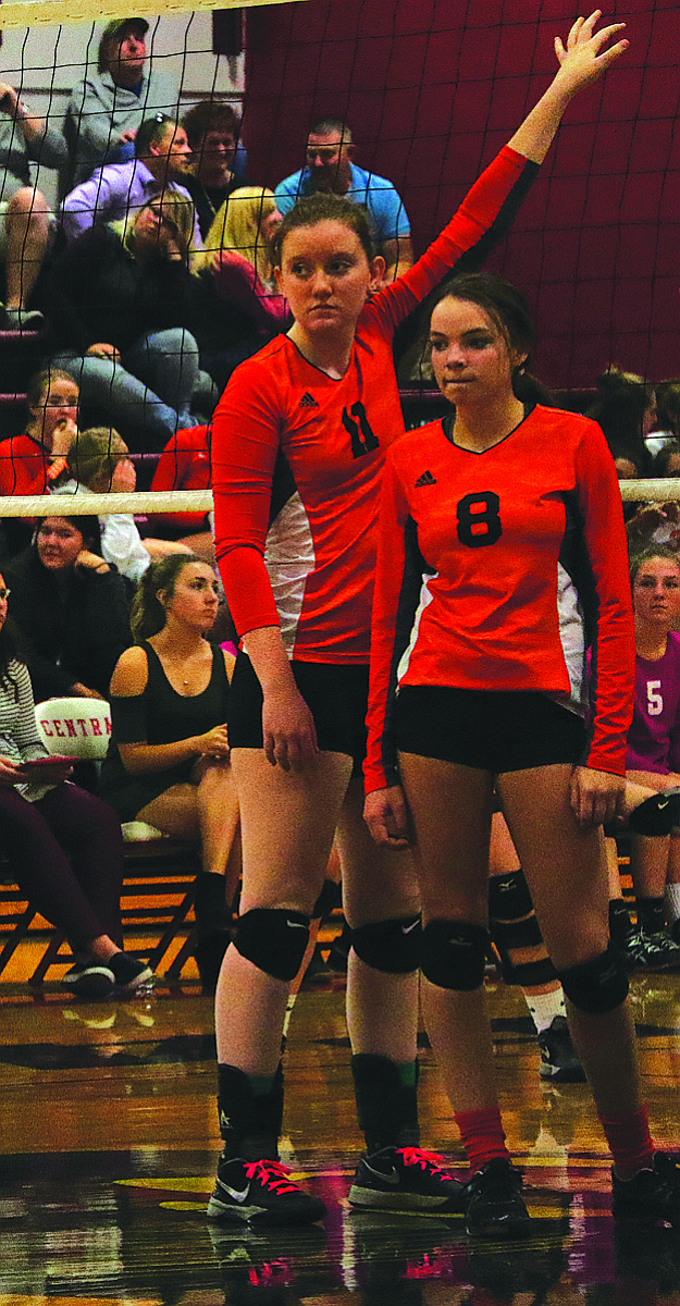 Dallas' volleyball team defeated Central.