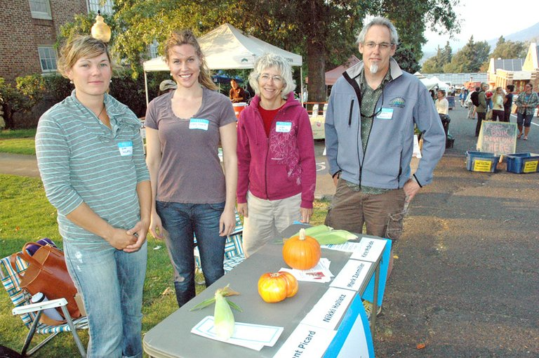 City council candidates at Hood River's Thursday night Farmers market.