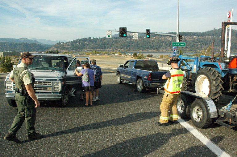 A crash at the 2nd St overpass closed the overpass to northbound traffic for around 30 minutes Friday afternoon.