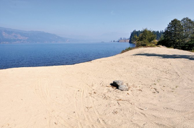 New beach: Blackberry Beach in Cascade Locks is ready for east winds. Check www.nwkite.com to read more about the beach and about a Columbia Gorge Kiteboarding Association party Saturday at the location.
