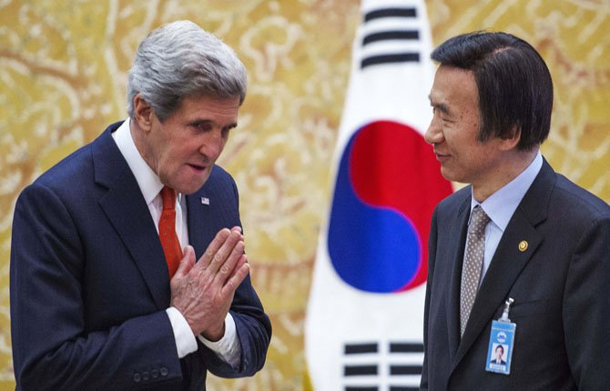 John Kerry meets South Korea's Foreign Minister Yun Byung-se.