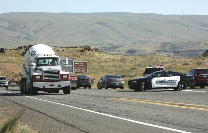THE DALLES Police set up roadblock during search for fleeing suspect.
