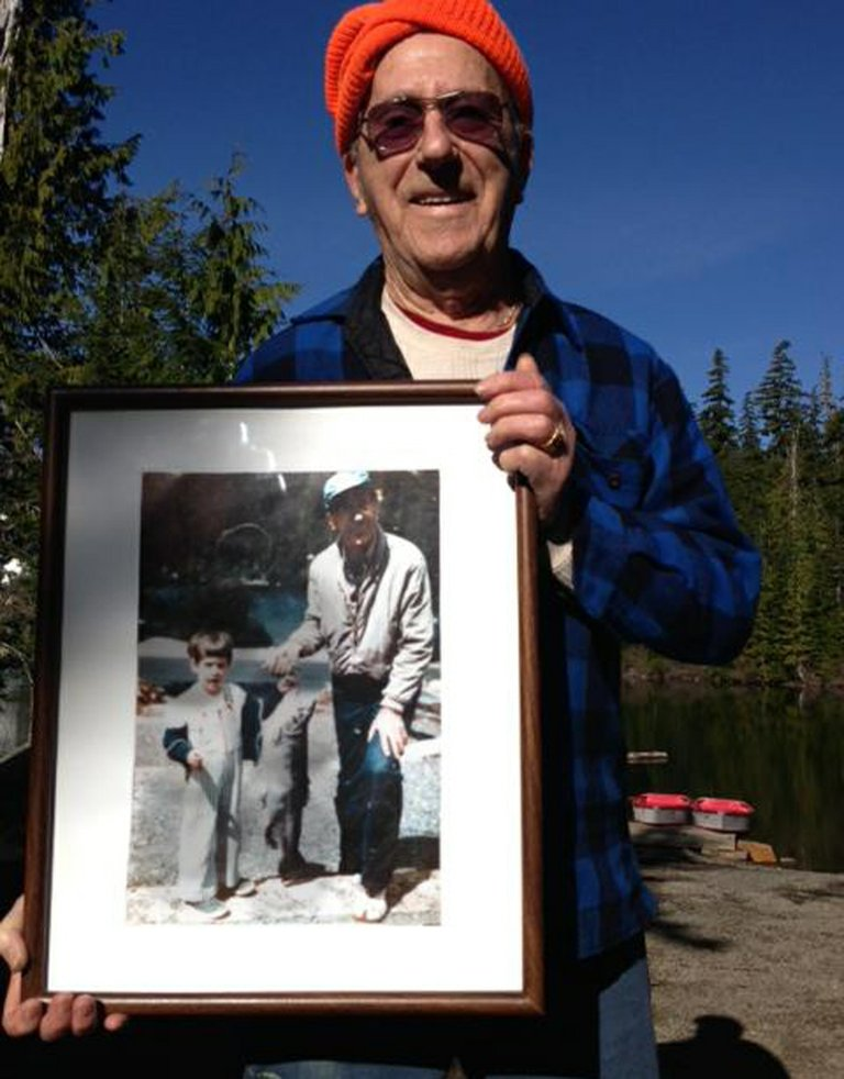 Ed bartliEn is pictured this spring holding a 1981 photo taken at Lost Lake. At right is a Hood River News clipping with the 17-pound trout he reeled in on July 23 of that year.