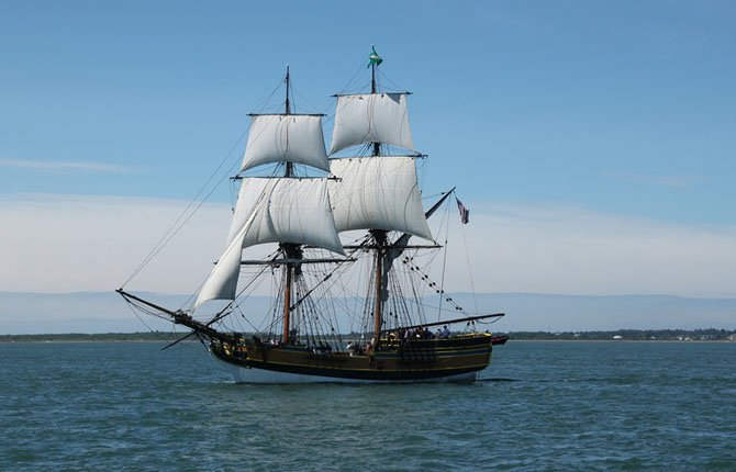 The Lady Washington sets sail