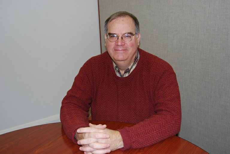 Hood River City Manager Bob Francis announced his resignation June 24 after serving in the position since 2004.