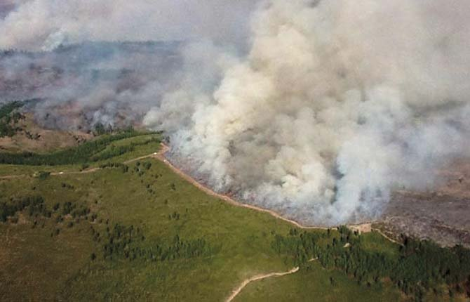 Smoke billows from the 45,000 acre Sunnyside Turnoff fire that briefly closed Ka-nee-ta resort. Photo courtesy Inciweb.