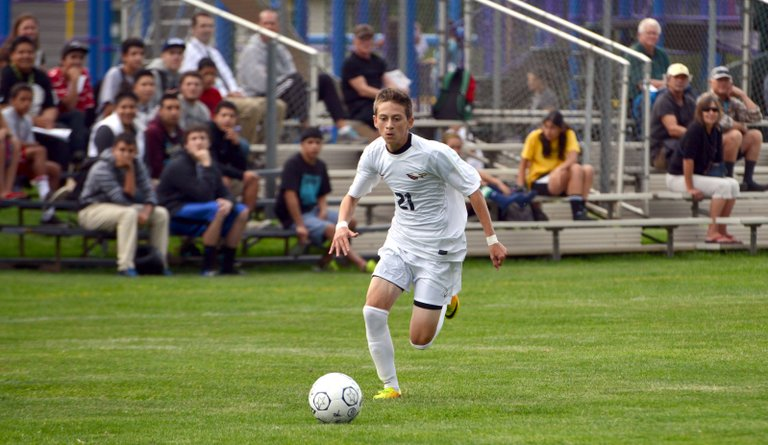Giovanni Magaña helped the Eagles to a 3-1 win Tuesday and a 3-0 win Thursday vs. Rex Putnam and Canby.