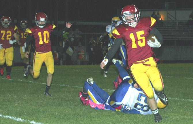 SENIOR BILLY Brace, of The Dalles Wahtonka, skips past  Jefferson defenders for a nine-yard gain in the second half of Thursday's 36-21 victory.