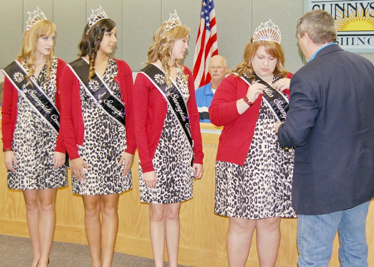 The 2013-14 Miss Sunnyside Court receives their Sunnyside pins from Mayor Jim Restucci at last Monday night's city council meeting. Restucci assists Miss Sunnyside Alyson Spidle with the pin as (L-R) Leah Diddens, Tiana Perez and Ashley Davis watch.
