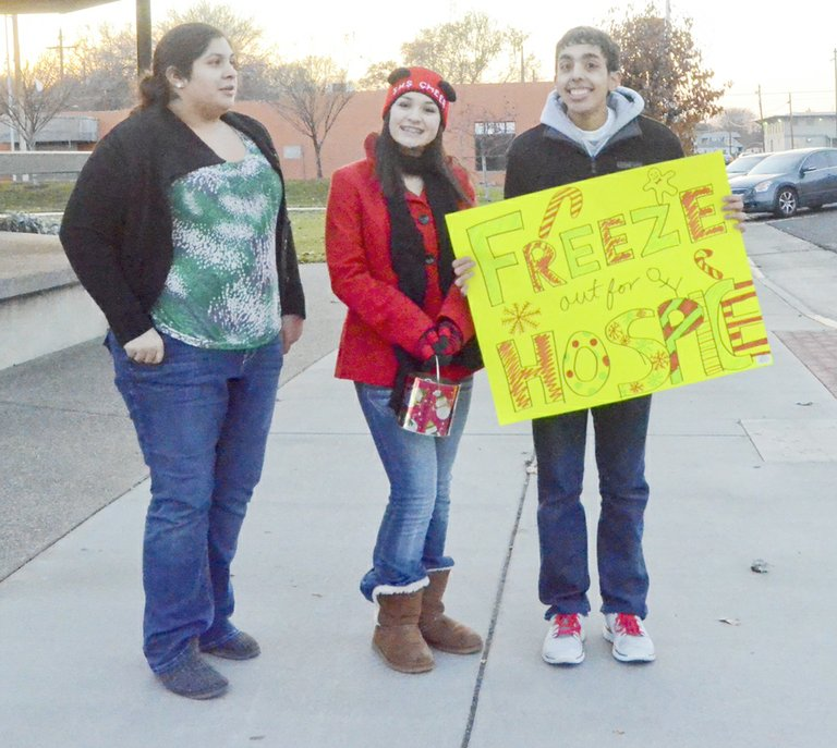 Members of the Sunnyside High School Key Club last Friday braved the cold weather in an effort to raise money for Lower Valley Hospice and Palliative Care. The club exceeded its goal of $300, raising more than $1,000 to benefit the local hospice center. Pictured at the annual freeze out are (L-R) Jayleen Leon, Jaqueline Kranz and Andre Cavazos. Because of below freezing temperatures the fundraiser ended early, but another one is planned for later in the season.