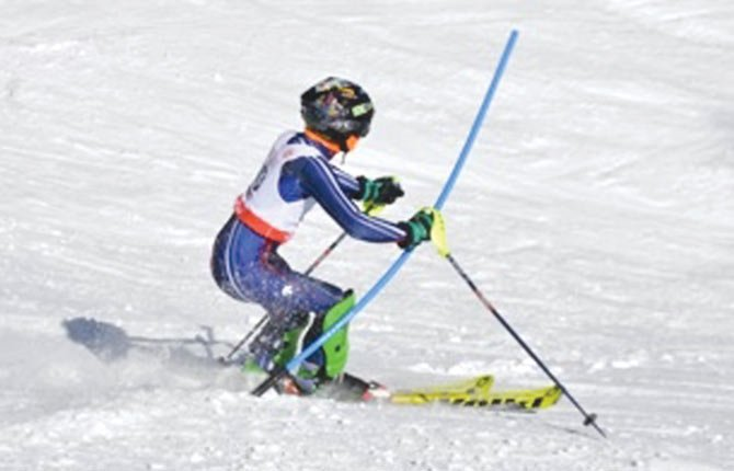 TDW skier Mark Johnson cuts through the powder with ease in Saturday's slalom event at Mount Hood Meadows on the Gemini Course.
