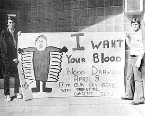 1974: Sunnyside High School student body president Dave Cullen (at left) and student body vice president Jim Grubenhoff display a sign made to publicize a Red Cross blood drawing at the school.