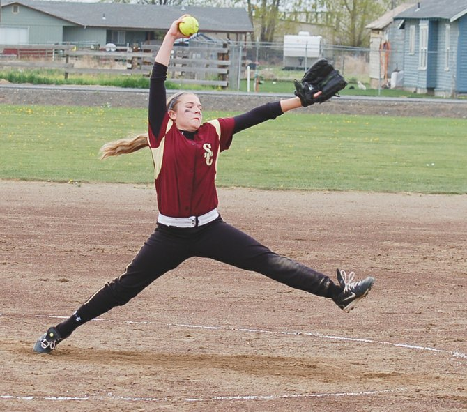 The host Sunnyside Christian Lady Knight fastpitch team swept Klickitat-Lyle-Wishram by scores of 11-1 and 18-8 last Saturday. Pictured is game one hurler Aydan Harrington, who gave up just two hits and struck out seven for Sunnyside Christian. Catch Betsy Knotts collected three hits, stole a base and knocked in five runs in the opener, while teammate McKenzie Benjert had three RBI. Aydan and Jordan Harrington each stole four bases in game one. In the second game, Aydan Harrington again went the distance on the mound, striking out four. Natalie Bangs swiped three bases in the nightcap, and pitcher Harrington knocked in four runs. Sunnyside Christian hosts Tri-City Prep tomorrow, Tuesday.
