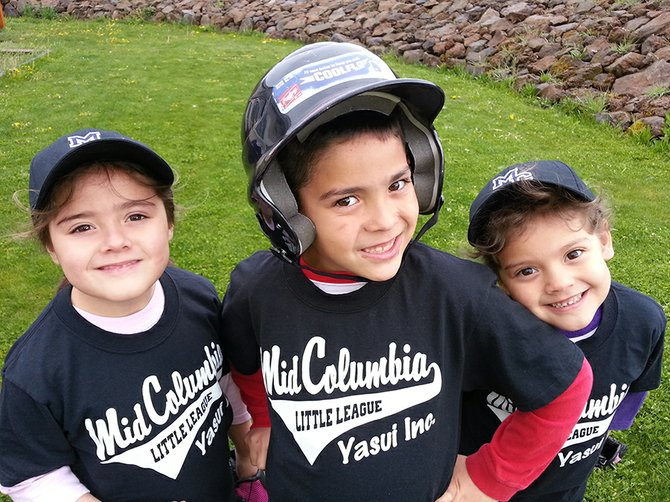 Yasui T-BALL teammates and siblings Rayla, Cooper and MacKenzie.