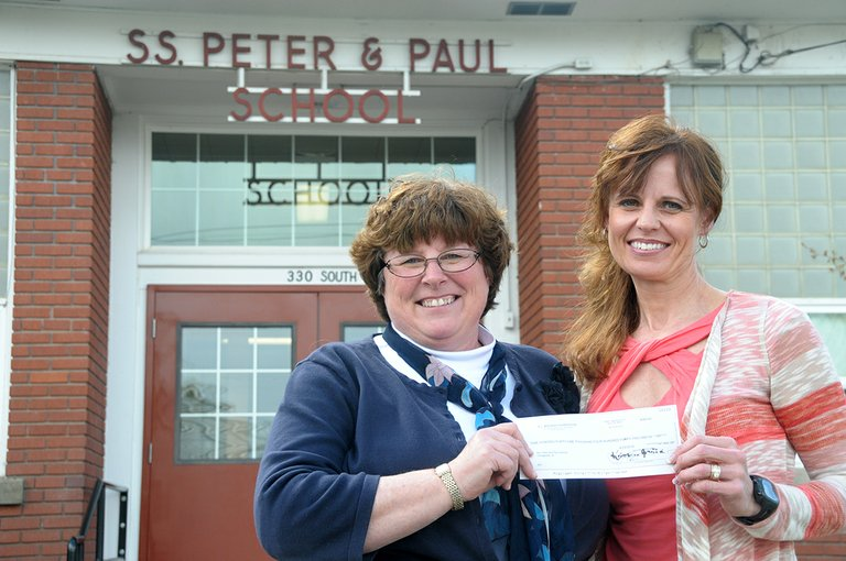 (L-R) Sts. Peter and Paul School principal Teresa Groom and board chair Heidi Lindsley show the check recently received from the Weigand Foundation for a technology grant. The two co-wrote the grant.