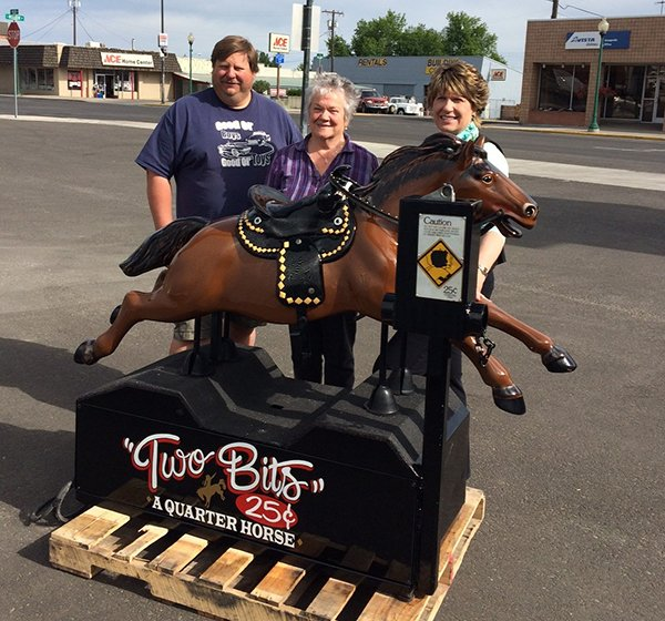 Some who helped with the reconstruction of Two-Bits the Quarter Horse at Cash and Carry Market are (L-R) Dave Jones, Liz Clark and Mary Schmidt.