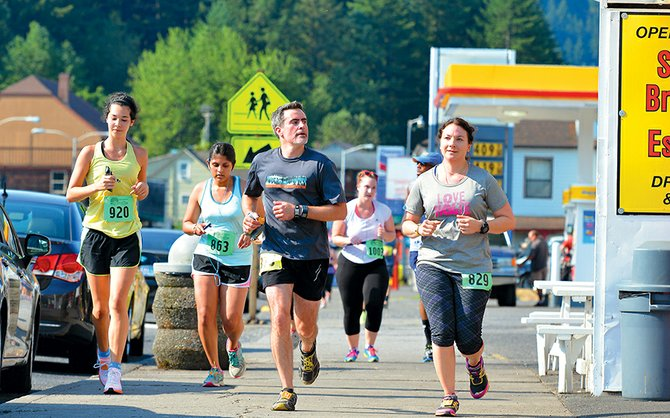 gorgeous scenery and weather greeted 1,000 runners Sunday for the inaugural Bridge of the Gods run in Cascade Locks.