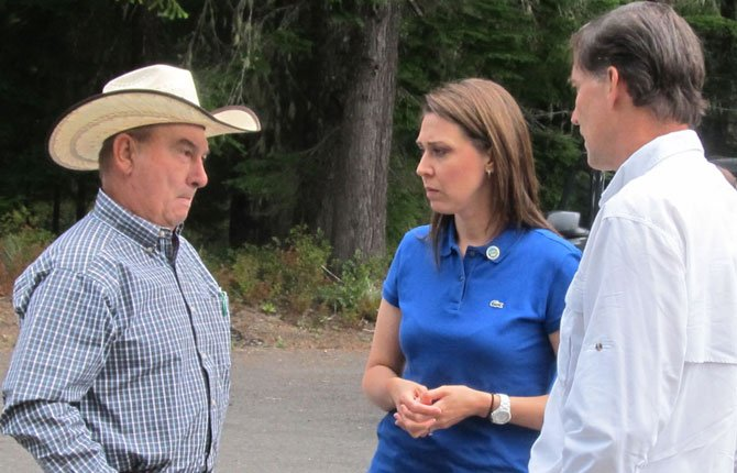 KLICKITAT COUNTY Commissioner Jim Sizemore talks to U.S. Rep. Jaimie Herrera Beutler and Dan Ashe, U.S. Fish and Wildlife Service head.