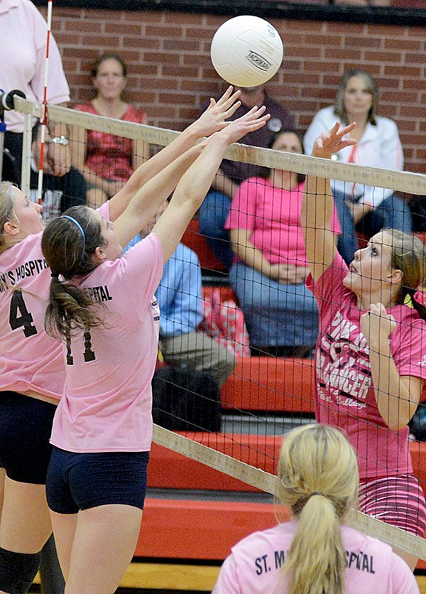 """Prairie's Holli Uhlorn (right) played this 50-50 ball away from Grangeville's blockers during a Sept. 22 """"Think Pink"""" match at PHS."""