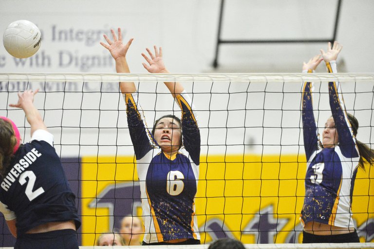 Riverside Christian's Nicole Nobbs attempts to score against Pateros' Bobbi Hall and Madison White.
