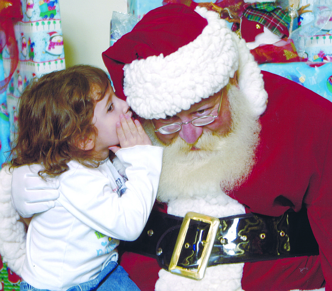 Former Sunnyside resident Dinnie Henderson, who spent many Decembers posing as Santa Claus at the Sunnyside Mid Valley Mall to the delight of generations of children, died last Sunday. He was 57.
