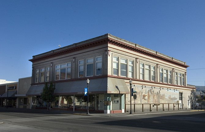 MID-COLUMBIA Medical Center is finalizing a lease for the Craig building at Second and Federal streets that will be used to house several departments following extensive renovations. MCMC is also partnering with the city to set up a business incubator in a building at First and Union streets.
