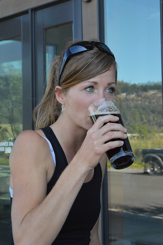 Chelsea Weiss tries a Cold Pressed Porter.