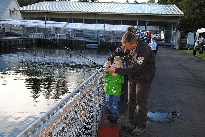 Carson hatchery hosts kids fishing day sept 12 hood for Hood river fishing