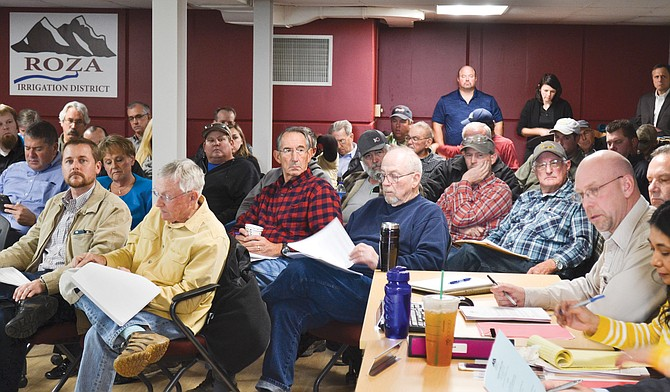 There was a full house at the Roza Irrigation District board meeting yesterday to discuss a proposed temporary floating pumping plant at Lake Kachess.