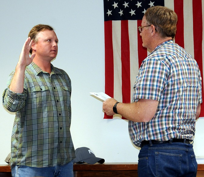 Jeremy Harris is sworn in by Lot Smith as the new Mountain View School District 244 Zone 5 trustee.