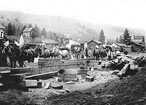 A stagecoach connection in Stites, 1907.
