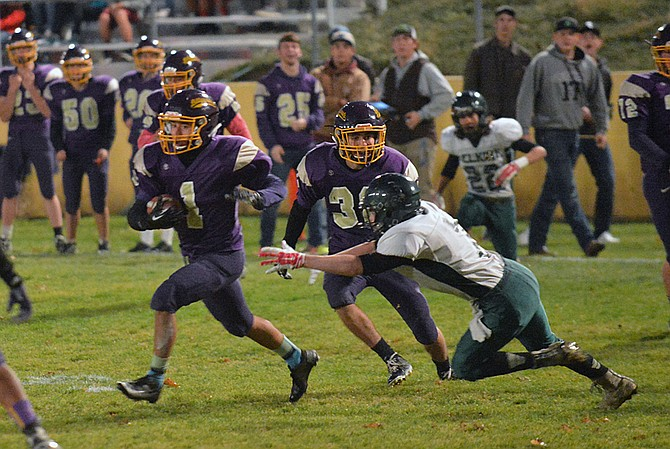 Julio Espino of Pateros zigged and zagged to an apparent touchdown against Selkirk on Friday. The play was called back on a penalty.