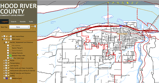 WEBMAP screen image: dotted red line shows the city limits of the city of Hood River.