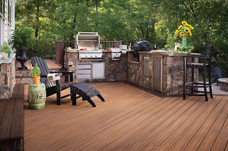 Creative outdoor living spaces can make the outside cozy and relaxing.