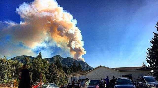 Eagle Creek Fire's plume rises over Thunder Island Brewing Co. in Cascade Locks.