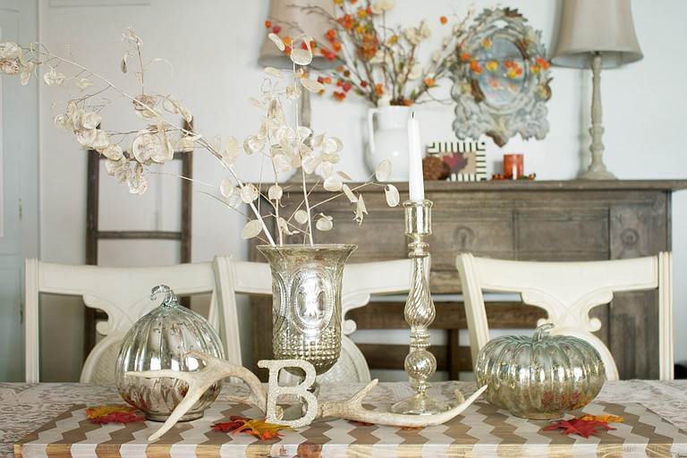 Try a bit of  metallic to warm-up your fall interiors , combined with natural elements  for a cozy feel that will  last through the autumn.