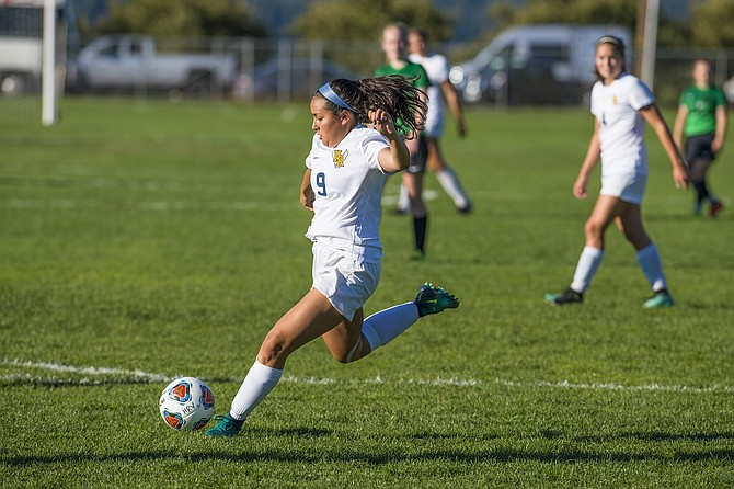 Ashlee Ponce had one of the Eagles' 10 scores against Pendleton in Tuesday's league opener.