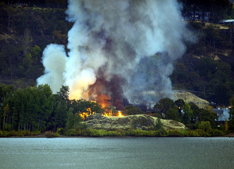 Underwood Fruit & Warehouse fire, seen from Best Western Plus Hood River Inn Wednesday morning.