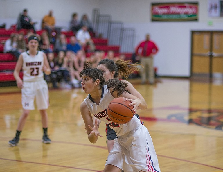 Horizon girls basketball opens 1A-6 Big Sky League competition with two wins after beating Arlington and Dufur last week. Against Dufur, senior wing Alexis Ruiz was the X-factor in the girls 42-38 win. Ruiz hit six straight free throws at the end of the game to secure the win at home.
